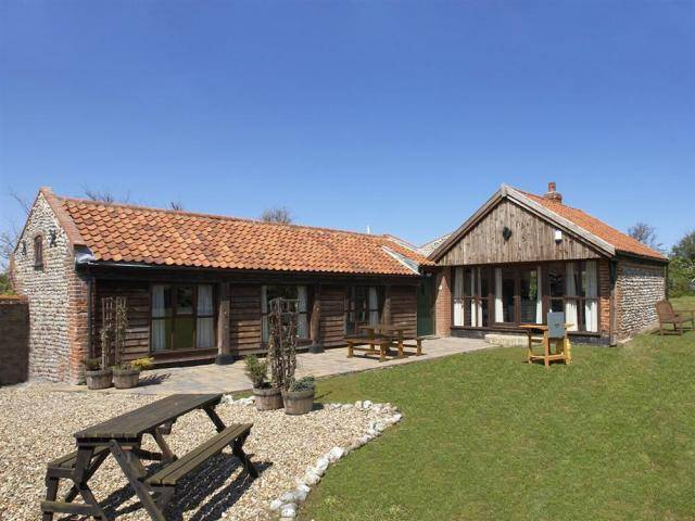 cottages for large groups in East Norfolk