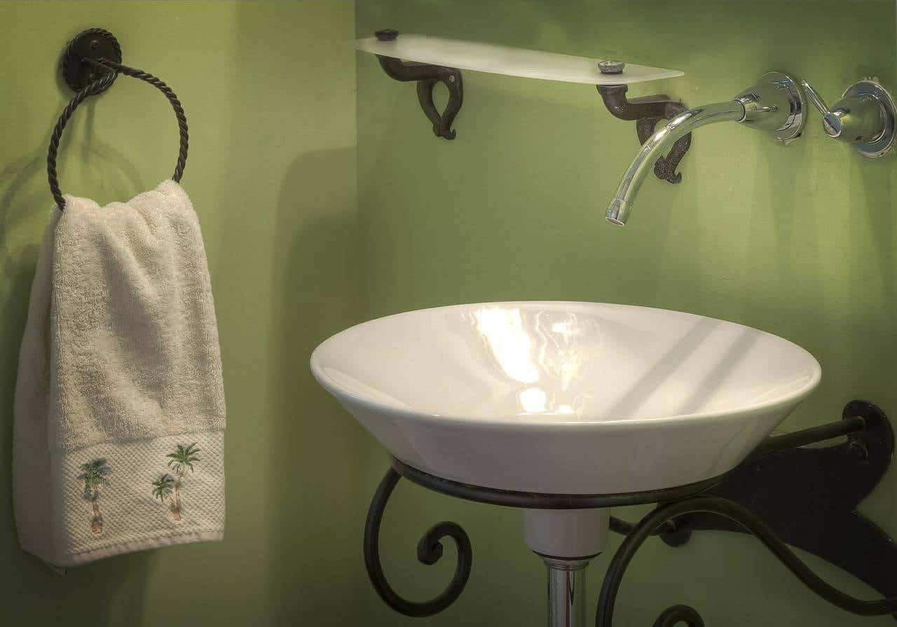 How to Create a Warm Bathroom in Winter