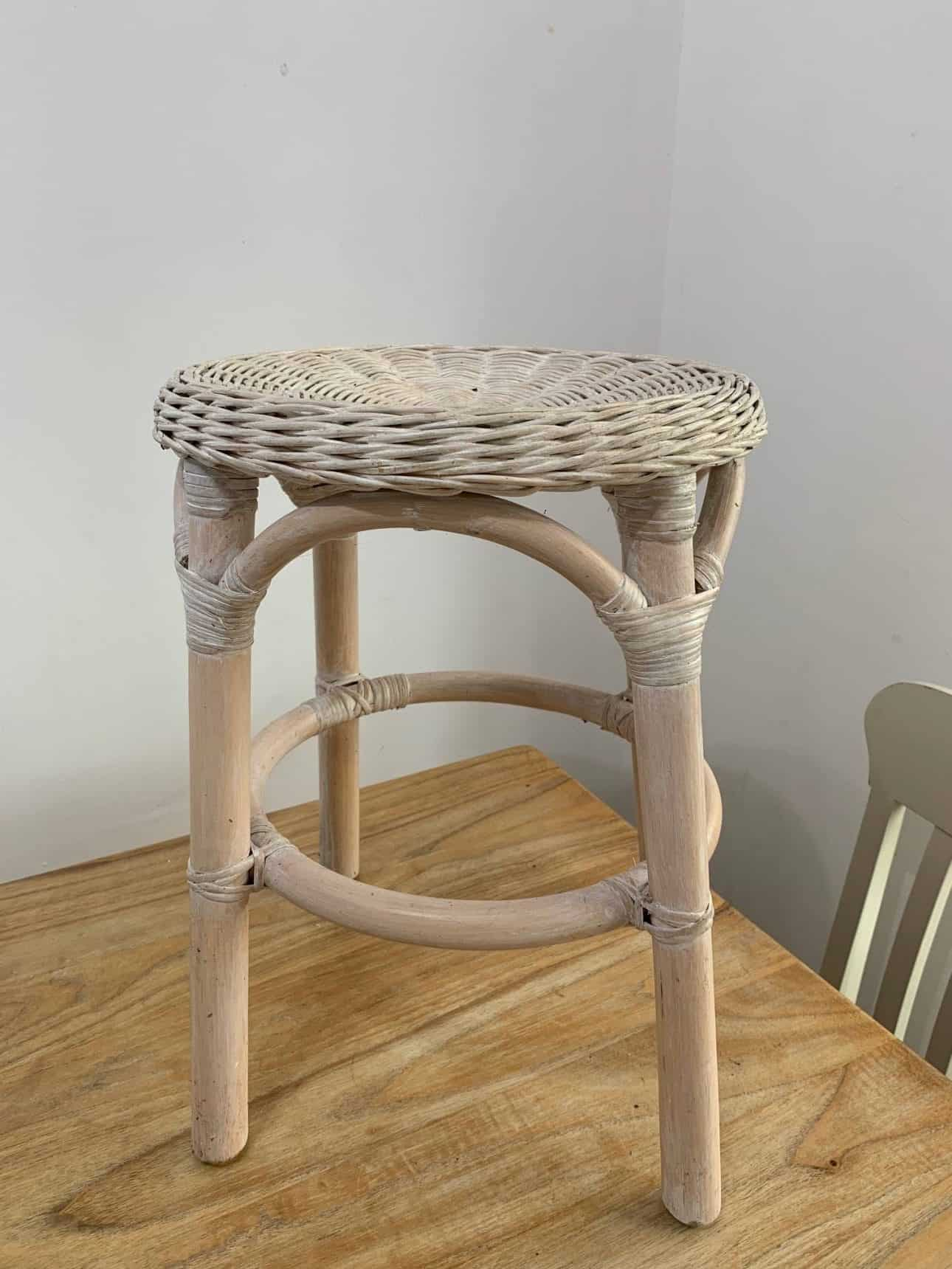 How to upcycle a wicker stool