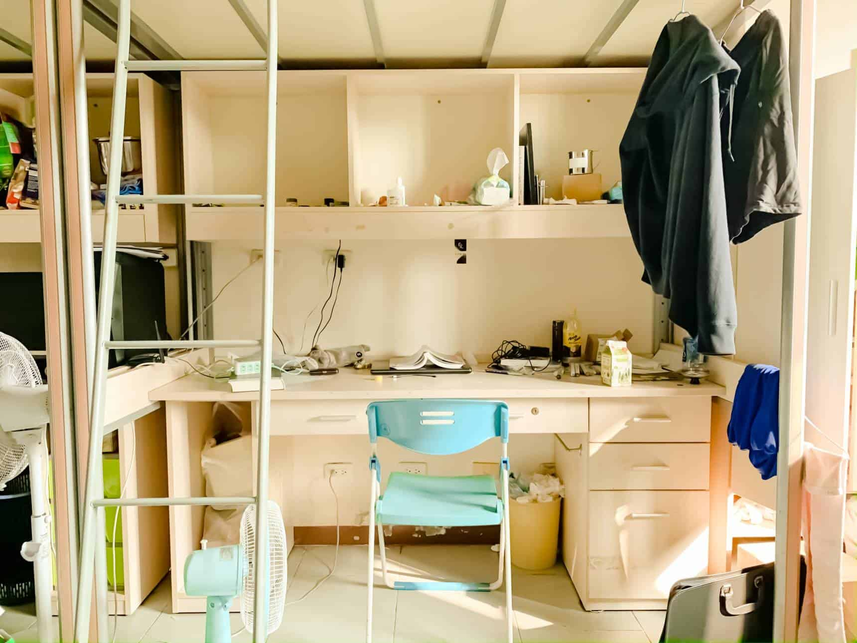 A functional dormitory room arrangement