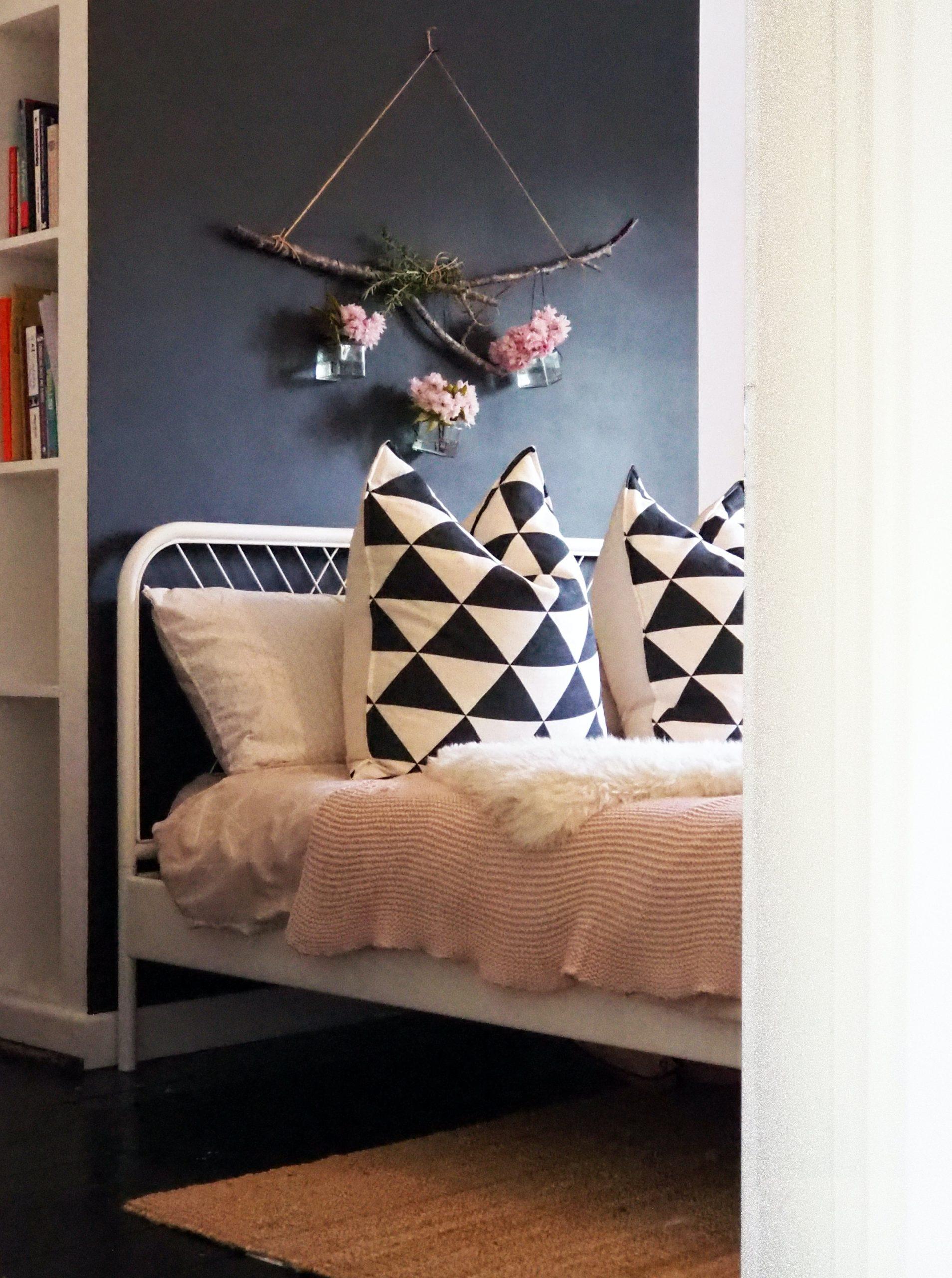 Design Around a Black Bed