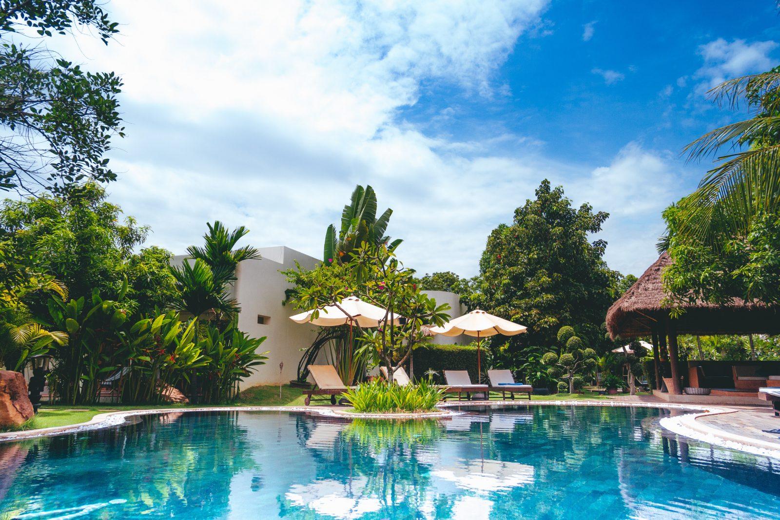 swimming pool garden