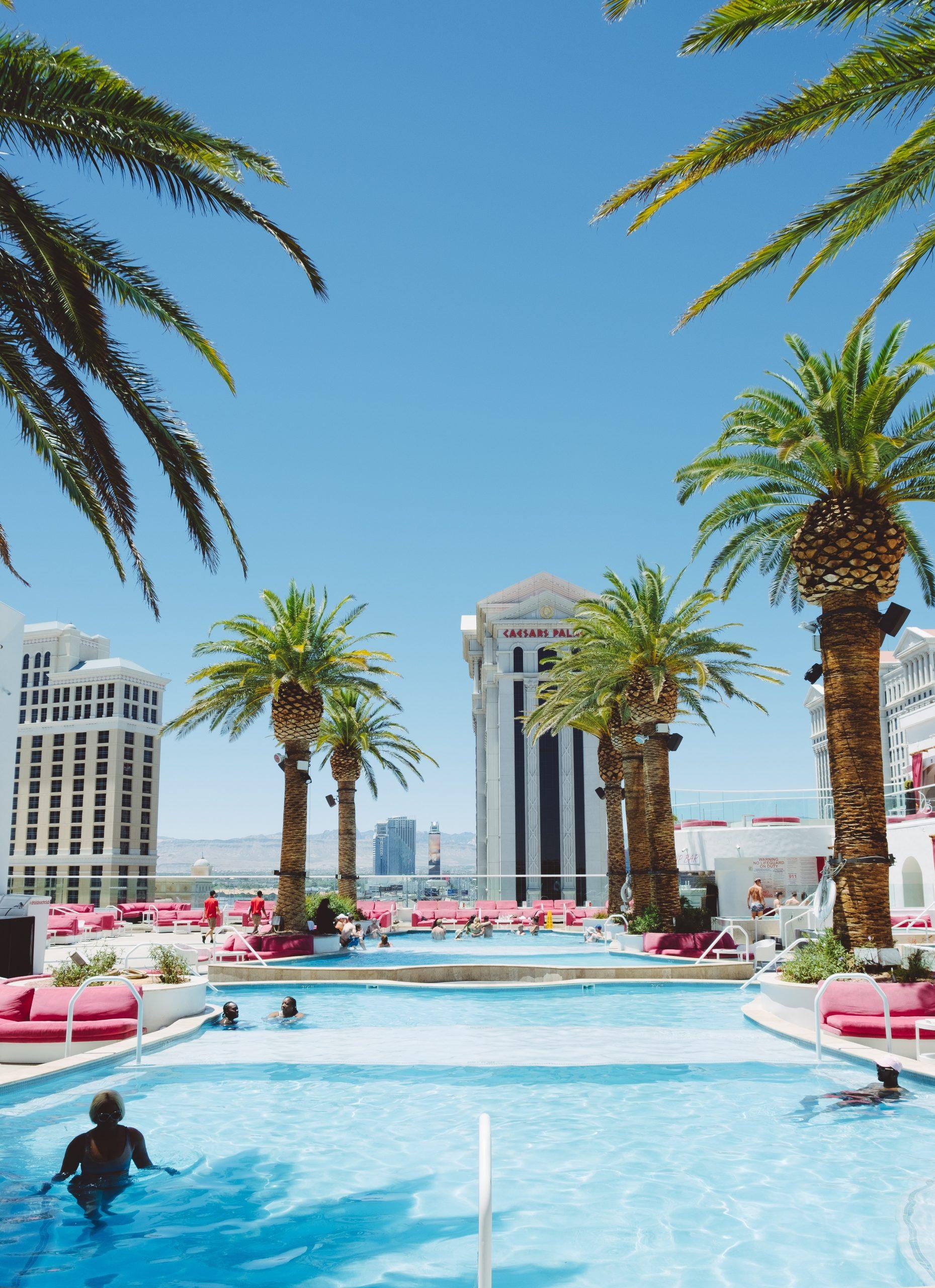 free drinks on the Famous Las Vegas Strip