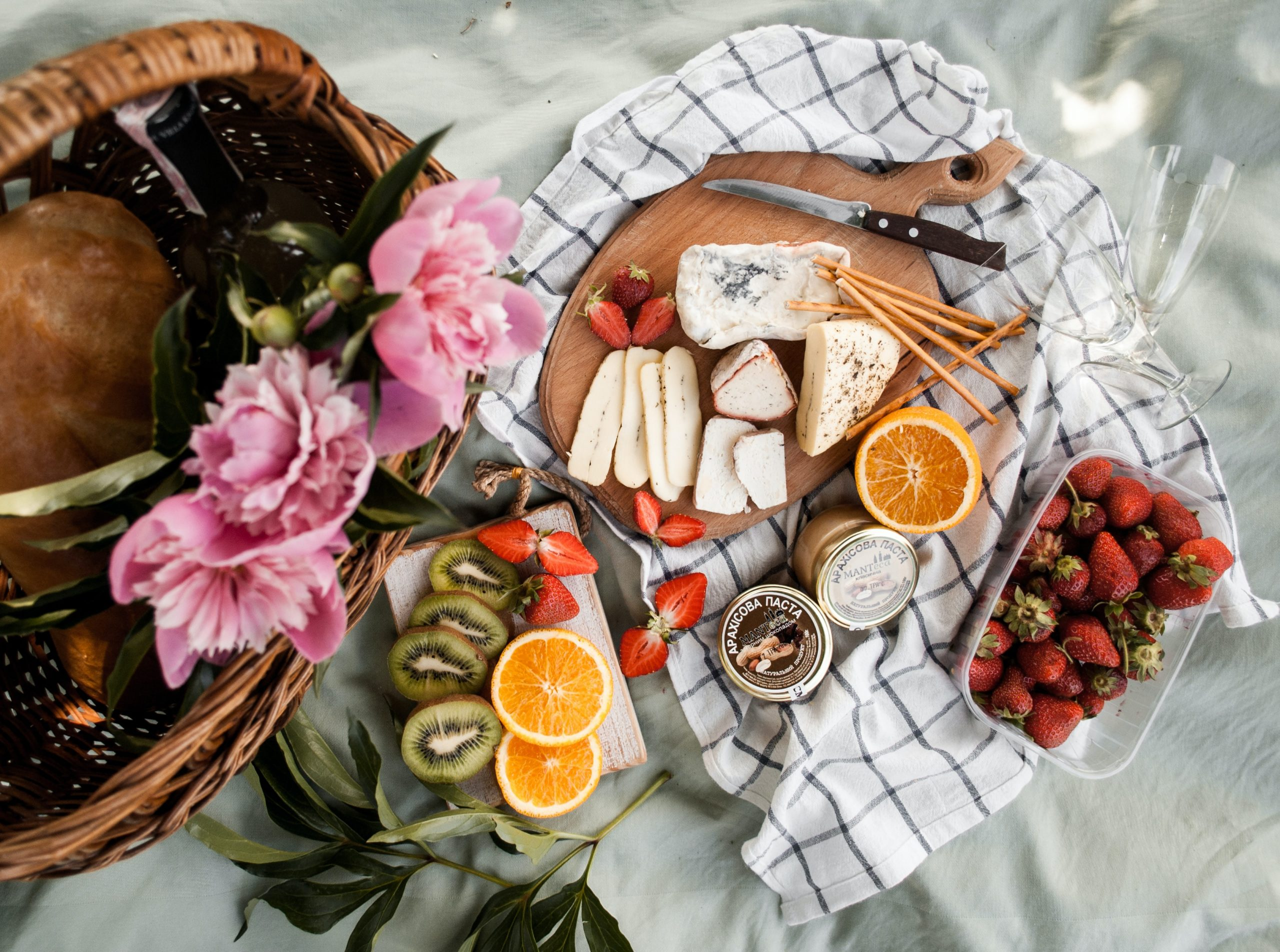 Packing the Perfect Spring Picnic